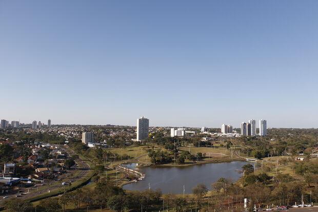 Bom dia! Domingo será de sol forte e calor, mas pode chover em Campo Grande