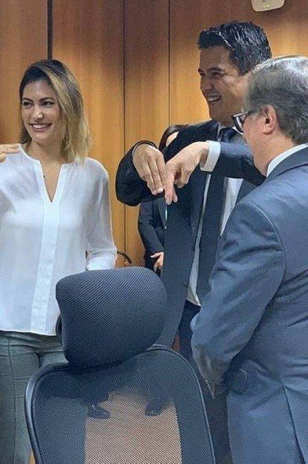 Michelle Bolsonaro ensina libras para ministro da educação e deputado Diego Garcia