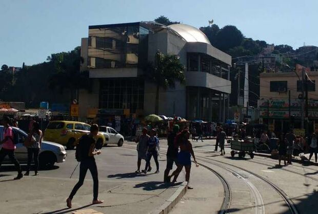 Polícia apreende adolescente que planejava ataque a escola no Rio