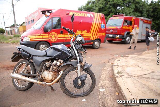 Motociclista sem CNH fica ferido em acidente com motorista de aplicativo
