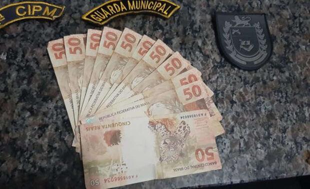 'Toma aqui os 50 reais': três são presos e dois são apreendidos por passarem notas falsas