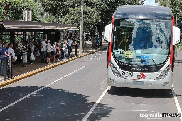 Pós-Carnaval: grupo faz algazarra, pula catraca e destrói ônibus coletivo na Capital