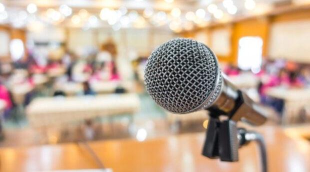 Medo de falar em público? Biblioteca oferece curso gratuito de oratória na Capital