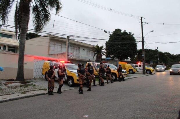 Vigília Lula Livre acusa policiais de 'tentativa de despejo'