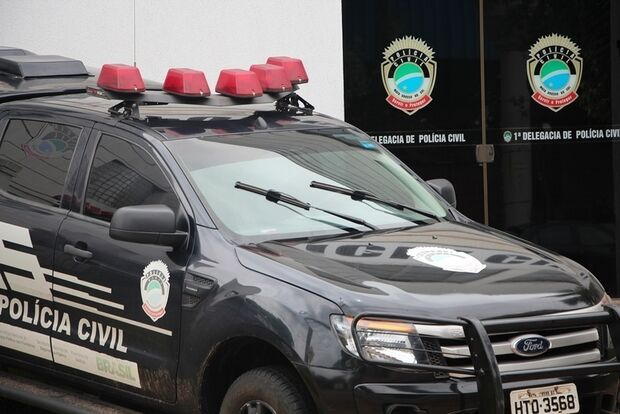 Homem é preso após ser flagrado tentando furtar bateria de caminhão