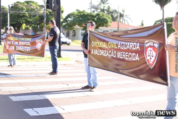 Com promoções congeladas, policiais civis fazem manifestação na Afonso Pena