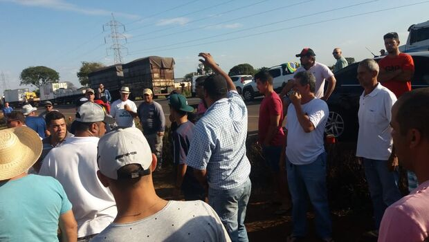 Petrobras tenta amenizar crise, mas é insuficiente; caminhoneiros em MS ameaçam greve