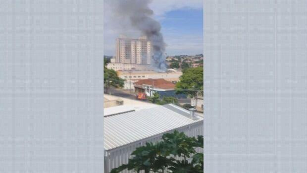 Loja de armas é atingida por incêndio após explosão em estande de tiro