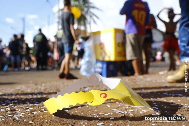 Lixão? Não dá pra criminalizar o Carnaval por causa de alguns sem consciência, dizem foliões