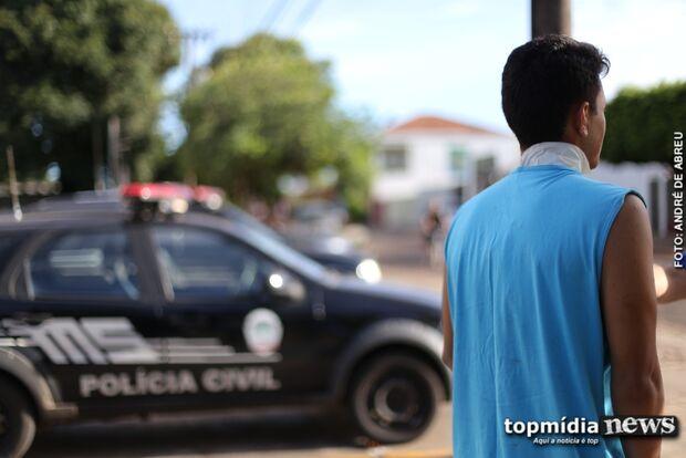 Taxista reage a assalto e é esfaqueado; ladrões são detidos