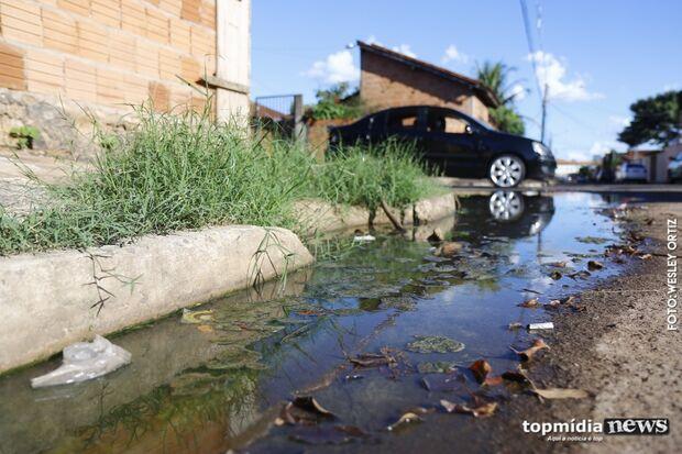 'Esgotão a céu aberto': moradores do Tiradentes e Dalva de Oliveira convivem com água podre nas ruas
