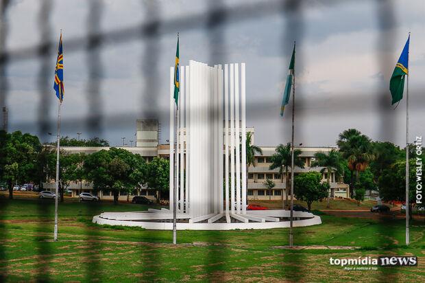 Acadêmicos da UFMS encaram escuridão e reclamam da falta de segurança na Cidade Universitária