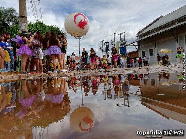 Apesar da chuva, expectativa é 30 mil pessoas no desfile, segundo organizadora do Cordão Valu