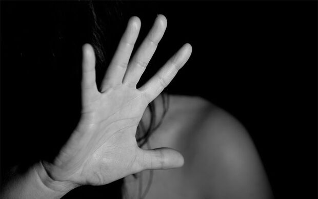 Menina de 12 anos é estuprada por 11 homens; um suspeito é preso