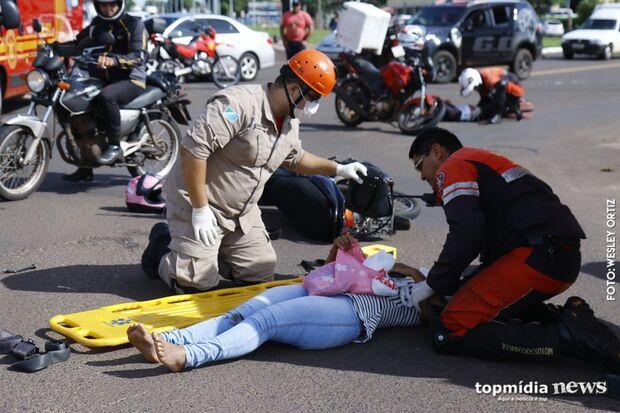 Acidente com motos deixa trânsito lento e tumultuado em cruzamento da Avenida Fábio Zahran