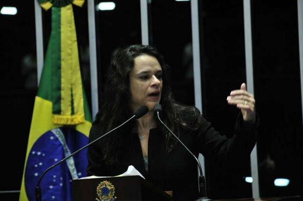 'PSL está cada vez mais parecido com o PT', diz Janaina