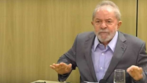 Lula diz que Brasil é 'governado por um bando de maluco'