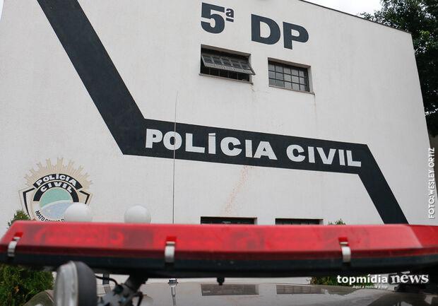 Foragido da polícia pede informação da delegacia e vai em cana