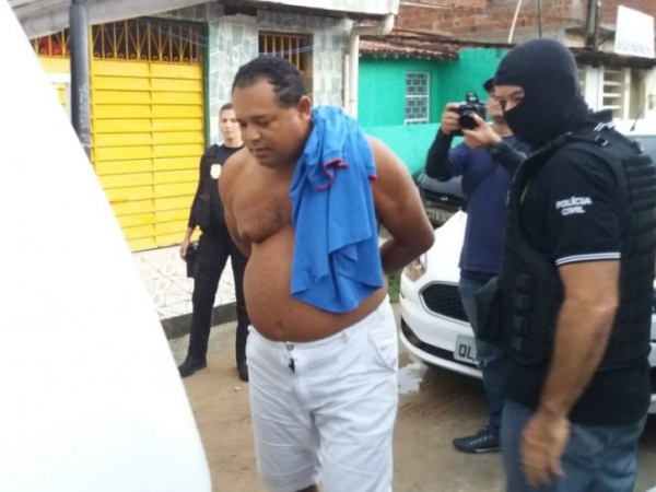 Polícia prende servidor suspeito de abusar jovens no escritório onde trabalhava