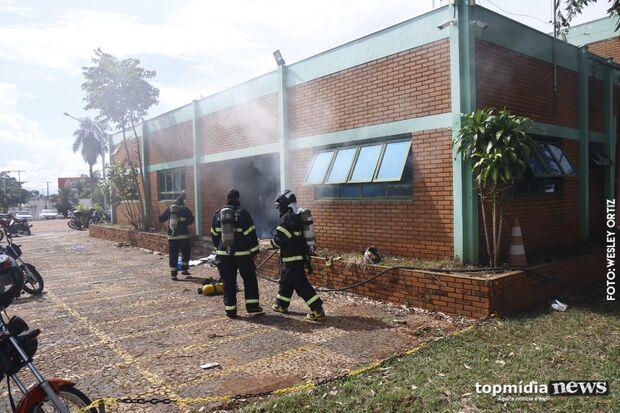 AGORA: incêndio atinge escritório da Águas Guariroba em Campo Grande