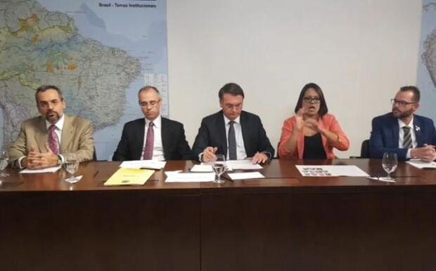 Bolsonaro defende reduzir dinheiro para faculdades de Filosofia e Sociologia