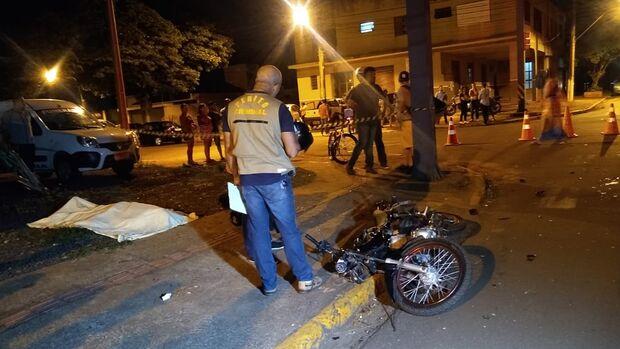 Entregador de lanches morre em acidente com caminhonete