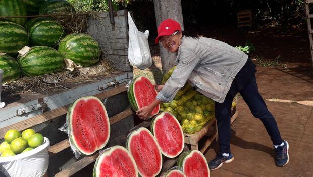 Com mudança de estação, novas frutas dominam comércio em MS