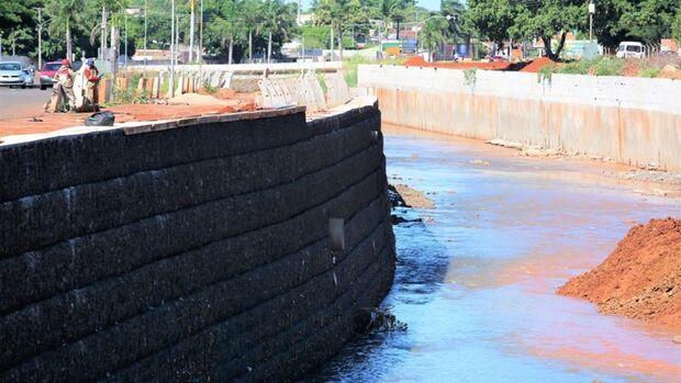 Obras avançam e revitalização já dá cara nova ao Rio Anhandui