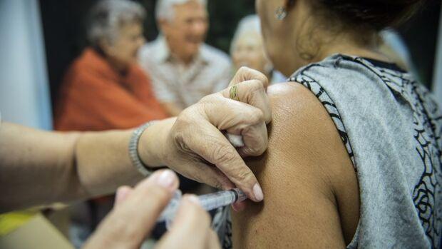 Mais de 35 mil pessoas foram vacinadas nos primeiros dias da campanha contra a Influenza