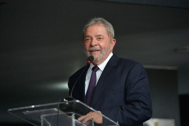 Lula fica em silêncio em depoimento à PF