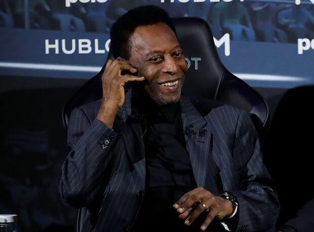 Pelé passa por procedimento médico para retirada de cálculo renal