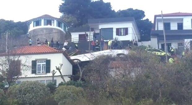 Acidente com ônibus turístico deixa pelo menos 28 mortos em Portugal