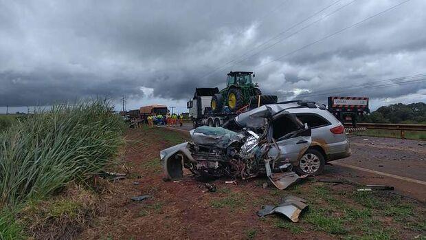 Servidor público morre em acidente na BR-163 após bater carro em carreta