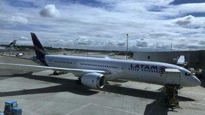 Menino de 12 anos burla segurança de aeroporto e voa sozinho de Curitiba a São Paulo