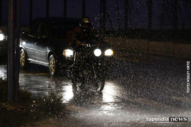 Sextou: chuva volta a cair e anuncia previsão do fim de semana