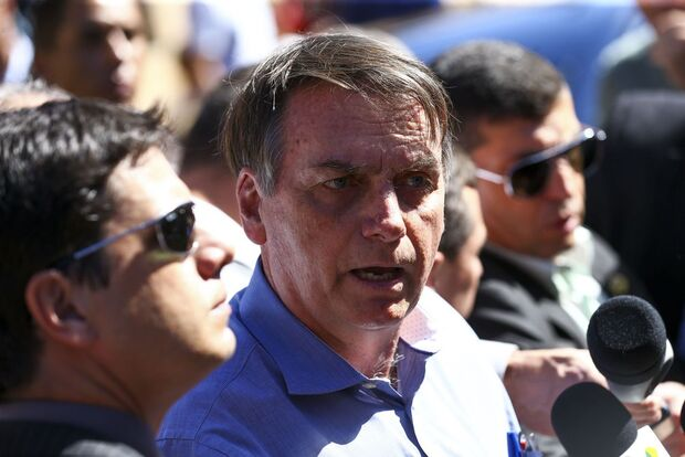 Pelo Twitter: Bolsonaro volta a defender o polêmico projeto Escola sem Partido
