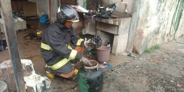 Após explosão de botijão de gás, homem sofre queimaduras e precisa ser encaminhado para hospital