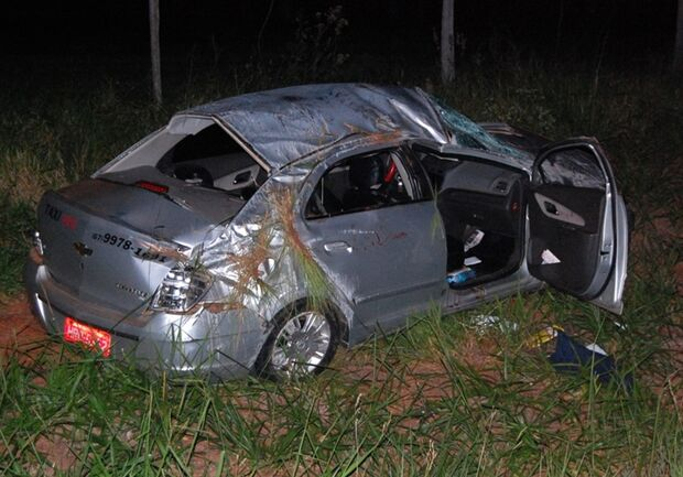 Taxista perde controle do veículo, capota na MS-473 e passageiro morre