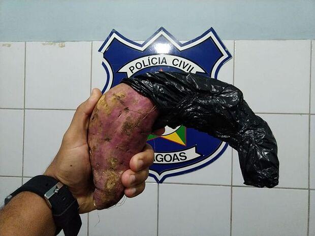 Homem que assaltava usando batata doce como arma é preso