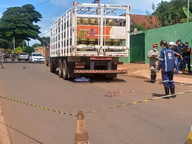 Ciclista morre esmagada por caminhão no bairro Caiobá