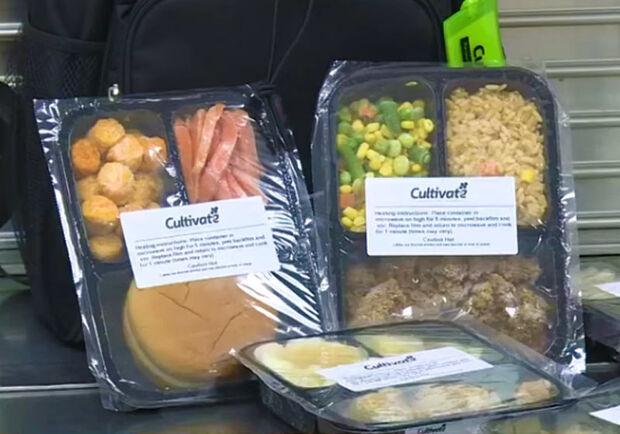 Escola congela e doa merenda a alunos que não têm o que comer no fim de semana
