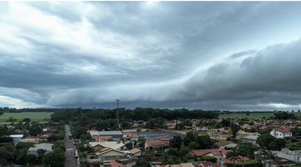 Sábado de louco! Meteorologia prevê sol, nuvens e chuva, tudo no mesmo dia