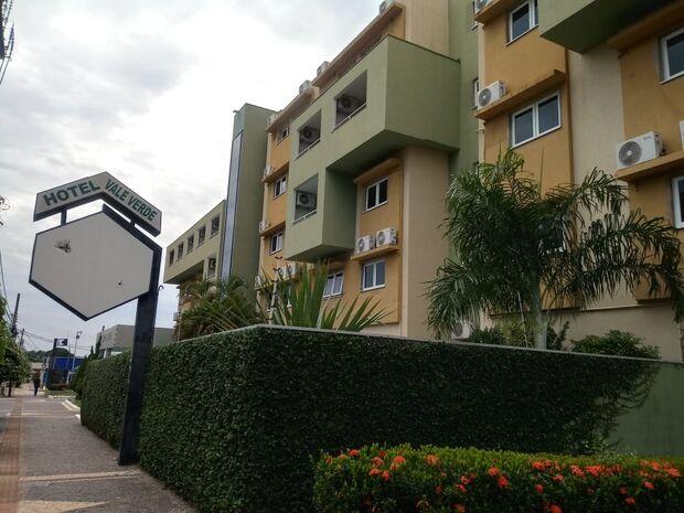 Incêndio destrói parte de hotel da Avenida Afonso Pena e assusta hóspedes