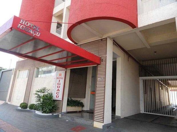 DRAMA: com salários atrasados, elenco do Comercial já trocou até de hotel e vive incertezas