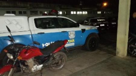 Motocicleta roubada é recuperada enquanto proprietário ainda registrava ocorrência