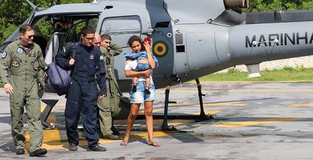 Helicóptero da Marinha resgata criança com febre e insuficiência respiratória em cidade do MS