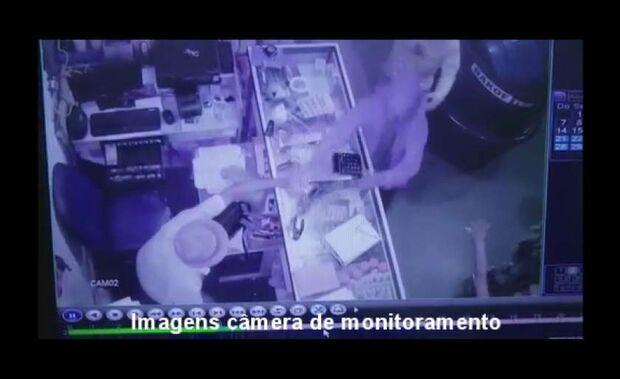 Ladrões levam R$ 1 mil em assalto a loja de produtos de limpeza