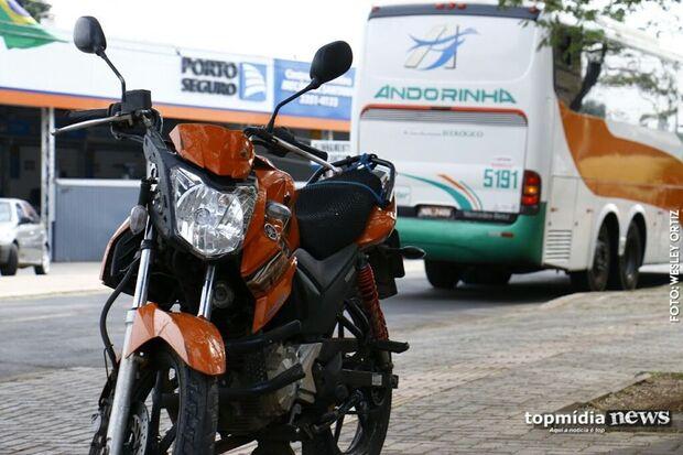 Esposa destrói oficina de motos e ameaça cortar pescoço de ex