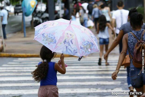 Defesa Civil alerta para chuvas intensas e risco de descargas elétricas nas próximas 24 horas