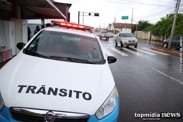 TRUCULÊNCIA: policial 'descontrolado' agride cidadãos durante blitz em bairro nobre da Capital